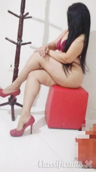 Mariana massagista atendo sozinha